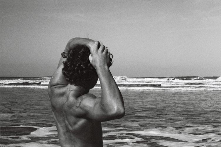 back-beach-black-man-muscles-ocean-Favim.com-105109