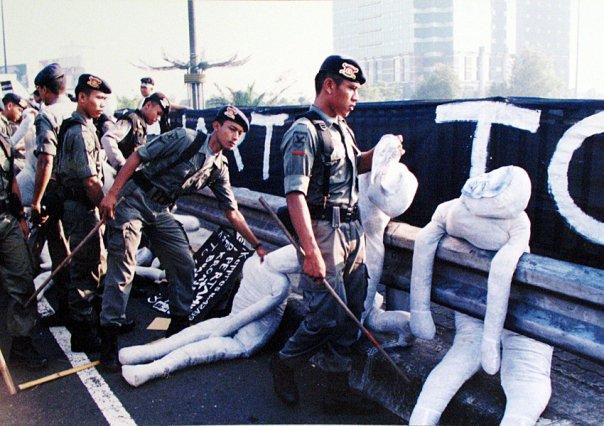 Boneka-bonek Anti Soeharto yang pernah dibuat Bagong dkk. Sumber: Amatul Rayyani Siddiqah