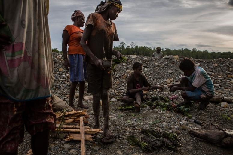 ulet-ifansasti-papua-indonesia-gold-mine-3